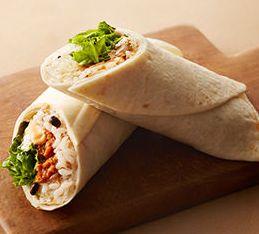 ホットラップサンド雑穀米のタコライスサラダ